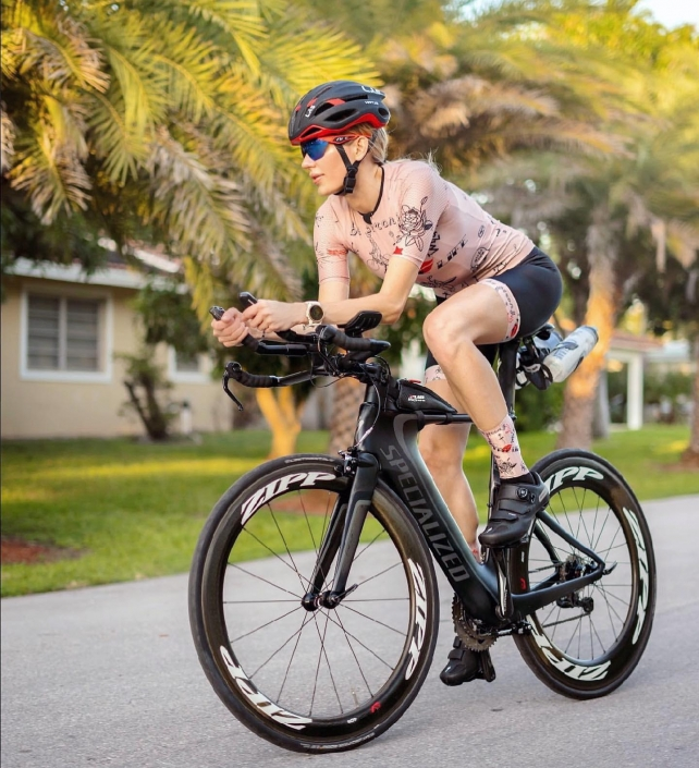 Nadezhda Pavlova on bike in new ladies cycling kit