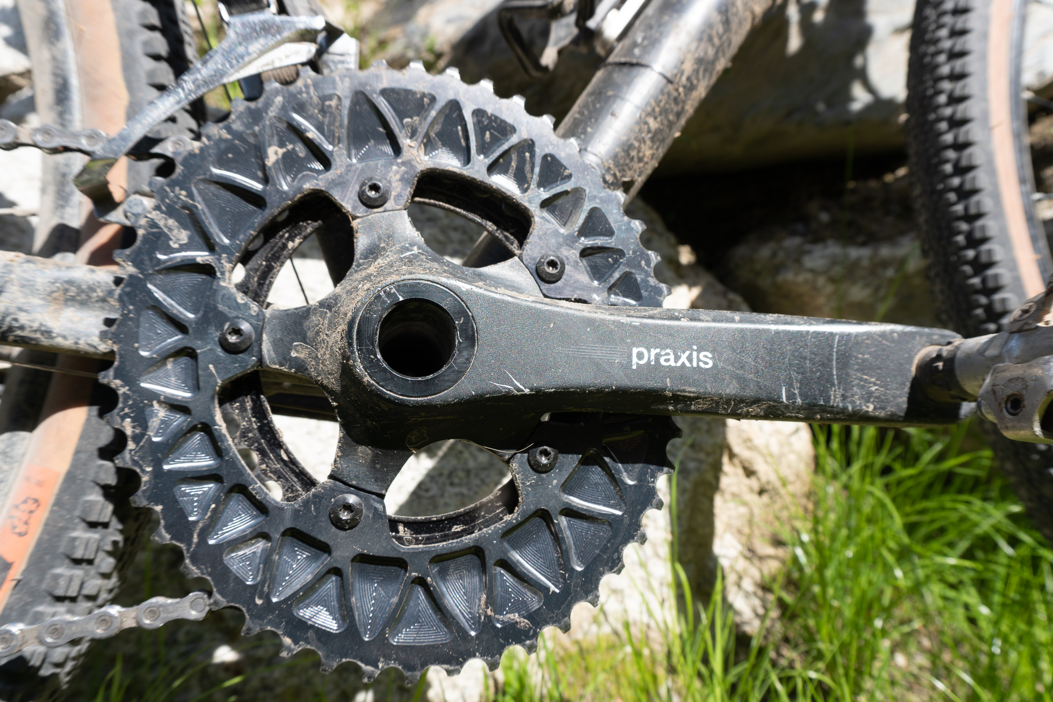 Absolute Black chain rings on Praxis cranks